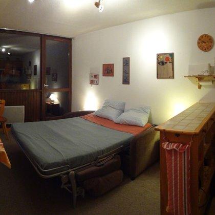 Canapé ouvert(la literie reste)